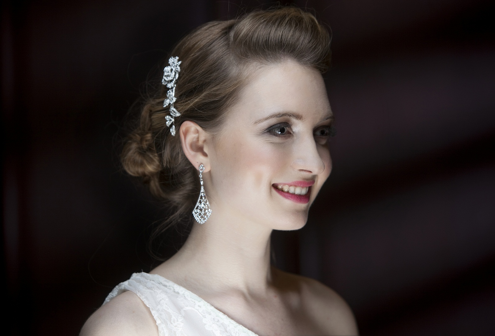 Choosing bridal accessories and jewellery